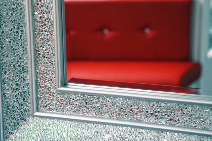 Grillzs-4u-Interior-Red-Seating-reflected-in-mirror